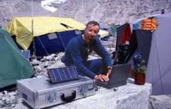 Enrique en el campo base del Everest. Foto: www.wildwestweb.com/public/Enrique.html