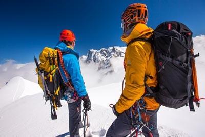 d6aa9e197 Ropa de montaña, esquí y alpinismo para hombre; comodidad al servicio de la  técnica y seguridad