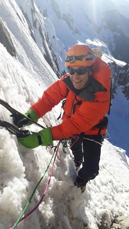 Escalando en el Nevado Tunsho. Foto: Víctor Rímac