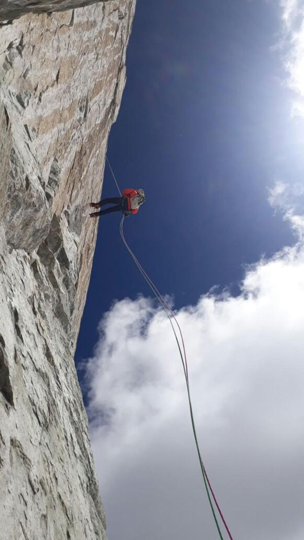 Rápeles en el Nevado Tunsho. Foto: Víctor Rímac