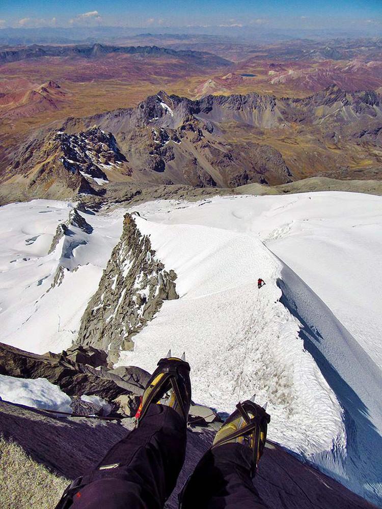 Asegurando en la arista del Nevado Pariacaca. Foto: Marco Jurado