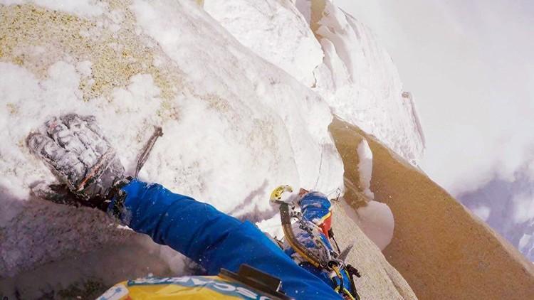 Markus Pucher escalando en la Aguja Guillaumet. Foto: Markus Pucher