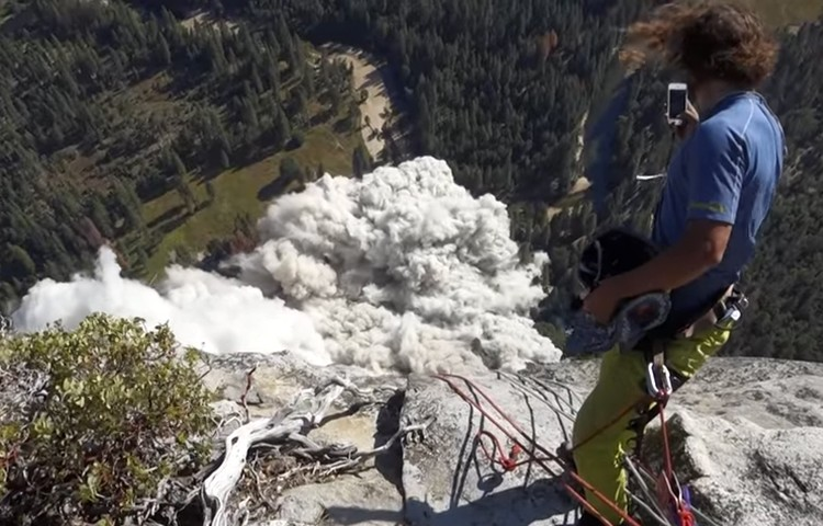 Gran desprendimiento en Yosemite. Video de Peter Zabrok