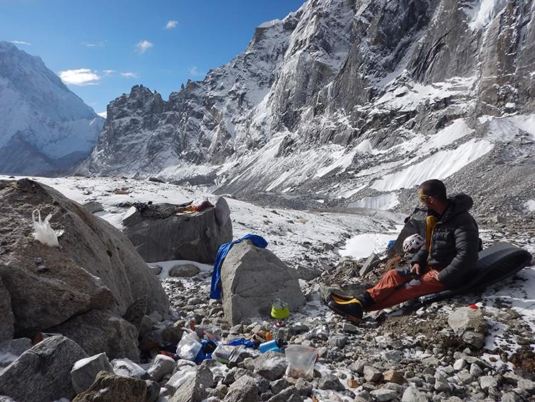 Increibles paisajes lunares en los valles no explorados del Khumbu