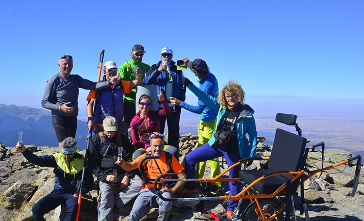 Basilio y el equipo, en la cima de Peñalara