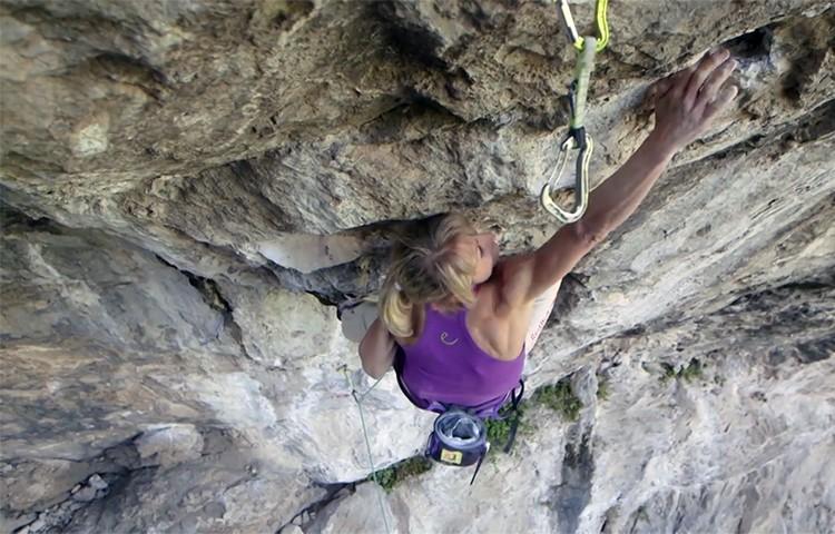 Angela Eiter, en foto de archivo, escalando en Arco, italia. Foto: Rebull Content Pool