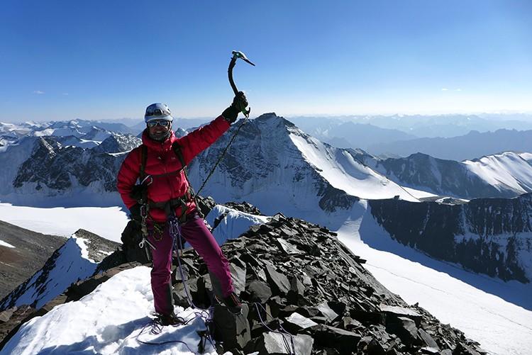 Daniela Teixeira, en la cumbre del Kang Yatse III, 6.300m
