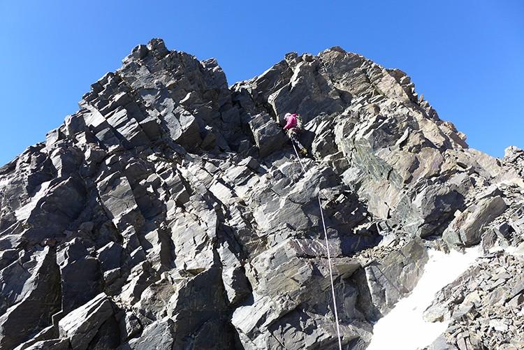 Paulo Roxo, zona rocosa en la arista hacia la cumbre del Kan Yatse III