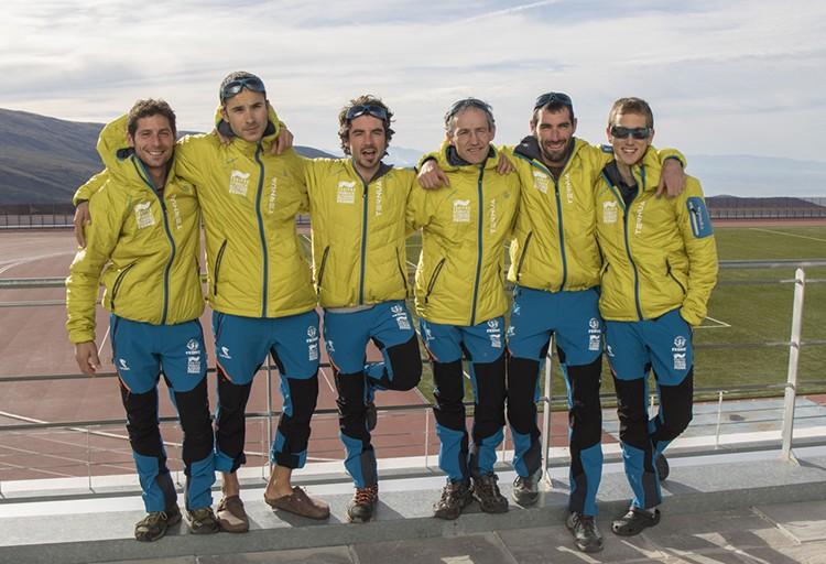 El Equipo, con Mikel Zabalza, antes de partir hacia Rolwaling. Foto: FEDME
