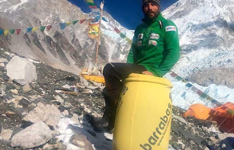 Alex Txikon, en el campo base del Everest invernal, el pasado invierno
