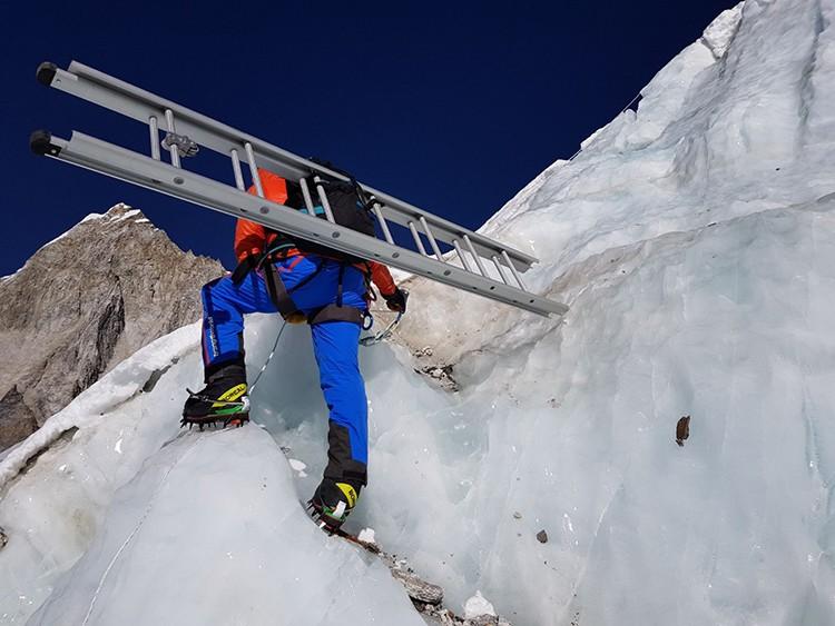 n la Cascada del Khumbu, Everest. Foto: Alex Txikon