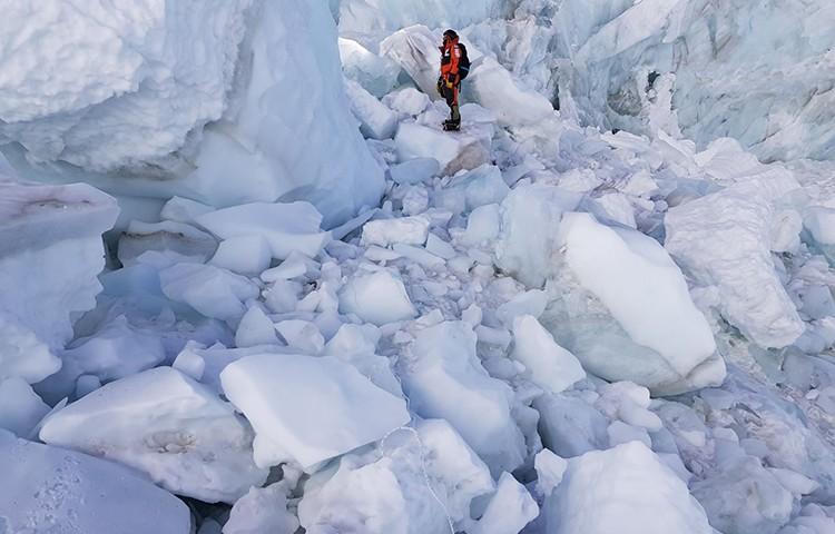 x Txikon en la Cascada del Khumbu, Everest invernal