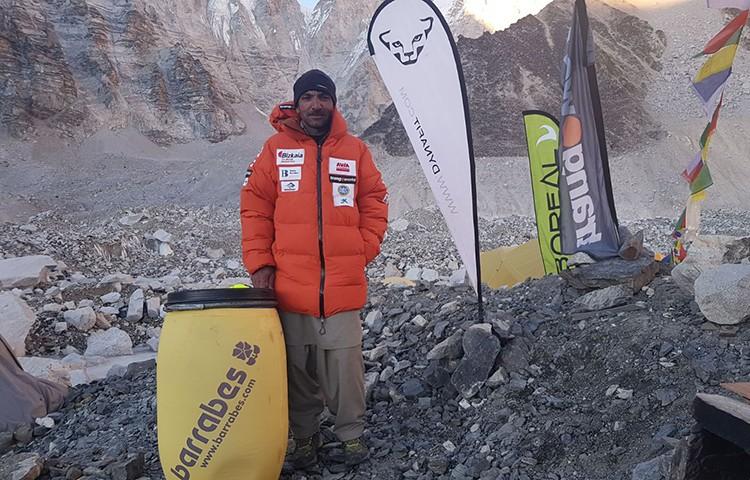 Ali Sadpara, en el campo base del Everest invernal 2018