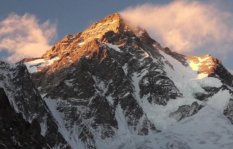 El K2, barrido por el viento. Foto: Polski Himalaizm Zimowy