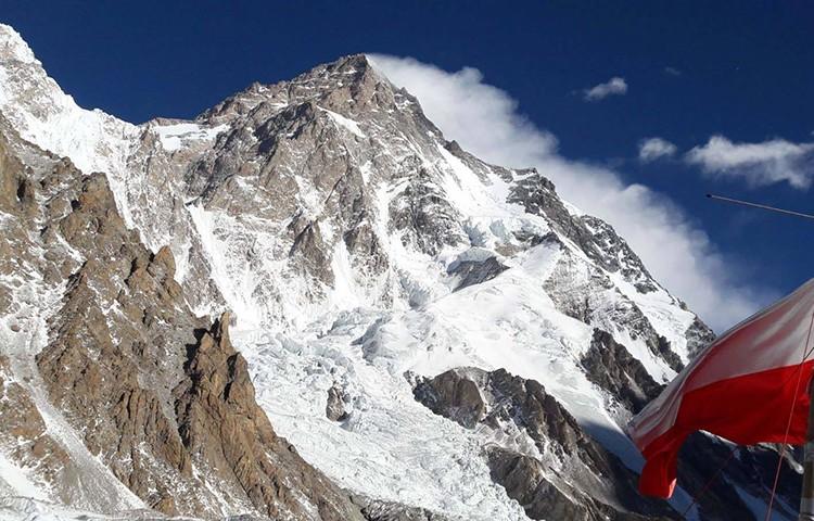 Denis Urubko y Marcin Kaczkan, campo 2 en el K2 invernal
