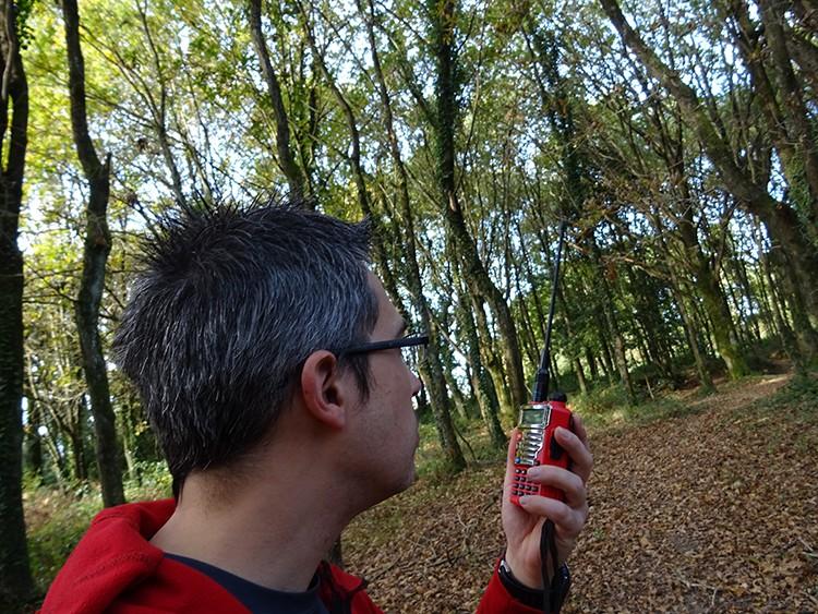 Hablando con radio analógica de uso restringido desde el bosque