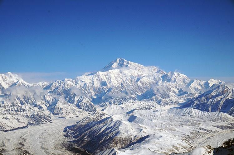 El macizo del Denali, visto desde la avioneta, vuelo de aproximación desde Talkeetna