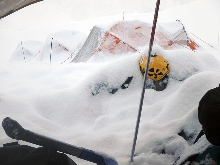 Pre-temporada en Denali: el mayor frío no evitó algunas fuertes nevadas
