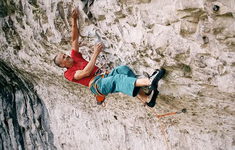 Steve McClure, escalando Rainman, 9b, la vía más difícil de Gran Bretaña