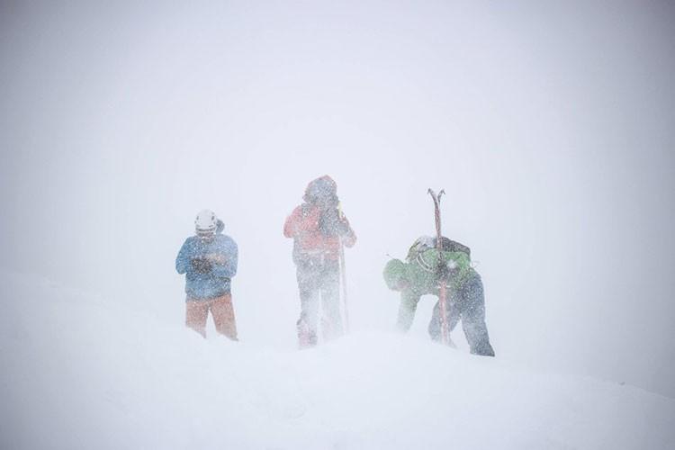 Condiciones habituales durante la travesía de los Alpes. Foto: Philip Reiter, Red Bull Content Pool