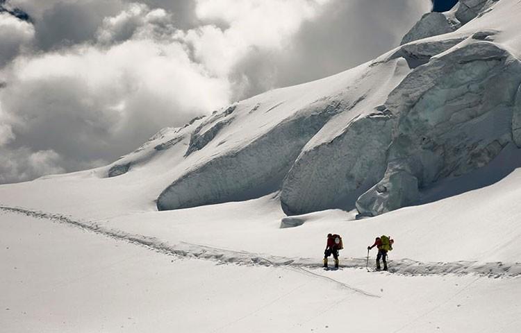 Carlos Soria y su equipo, 6.450m en el Dhaulagiri. Foto: YoSuboConCarlosSoria