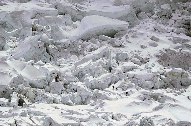 Javier Camacho. Alpinistas en Cascada del Khumbu