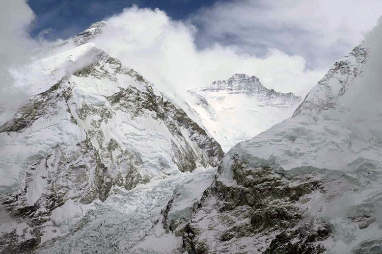Javier Camacho. Everest, Lhotse y Cascada del Khumbu desde campo 1 del Pumori