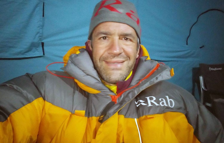 Javier Camacho, sano y salvo en campo base del Everest.