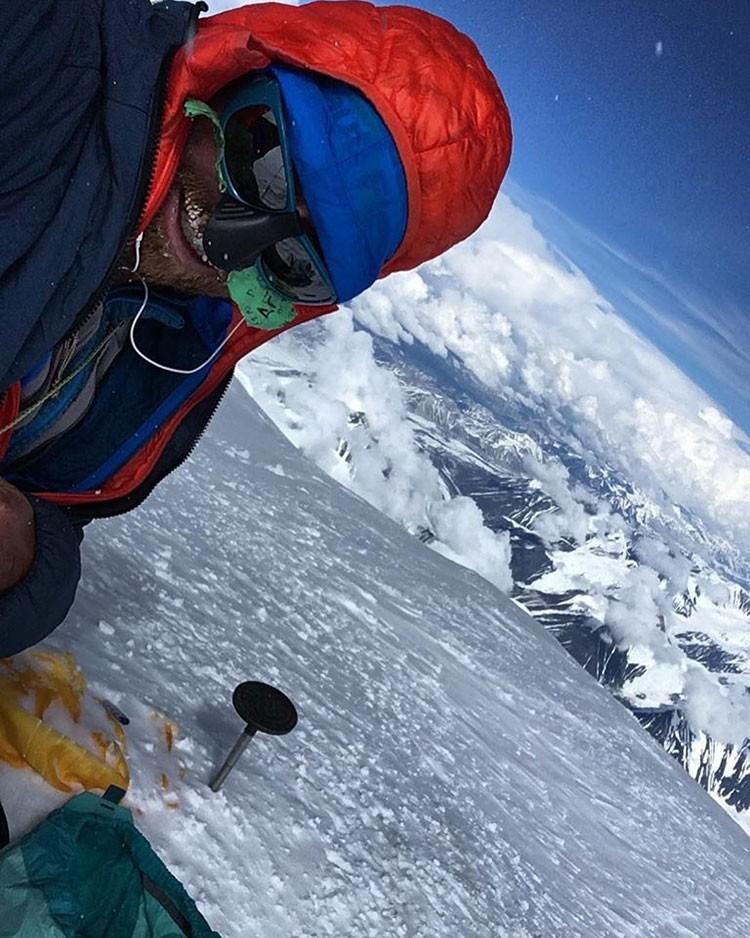Colin Haley, en la cima del Denali, Alaska. Foto: Colin Haley