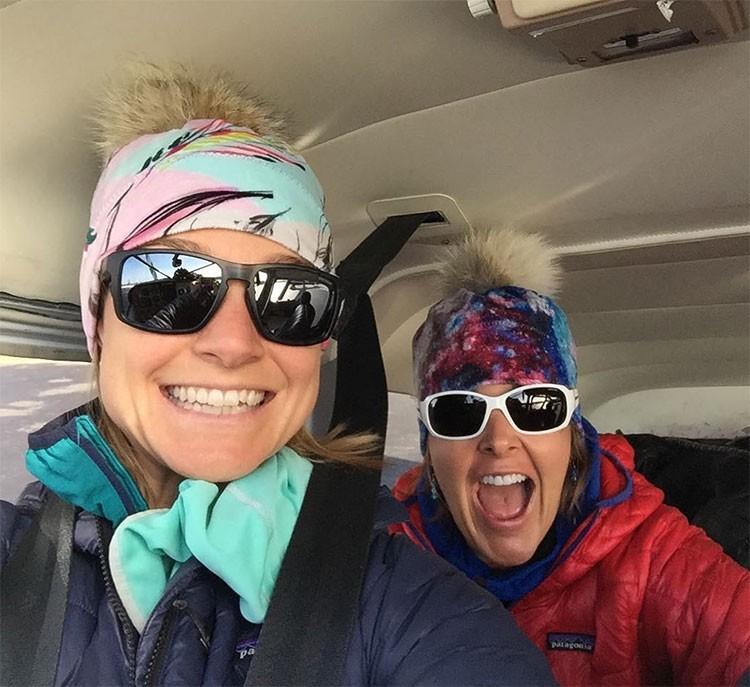 Chantel Astorga y Anne Gilbert Chase, volando hacia Denali