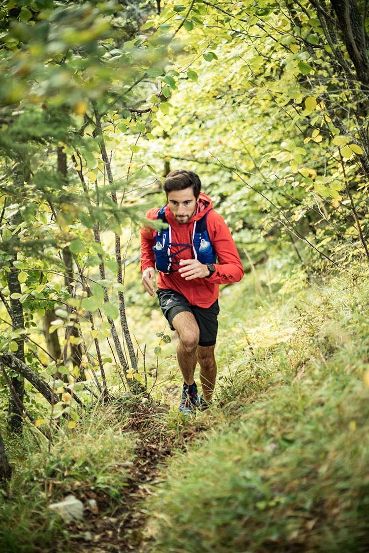 Sistemas de hidratación para correr por montaña. Foto: Salomon