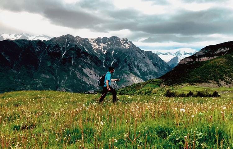 Cómo usar bien tus bastones de trekking, senderismo o montaña