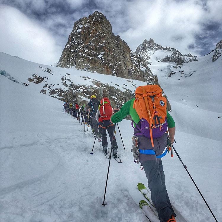 Subiendo al collado del Tour Noir en el glaciar de las Amethystes