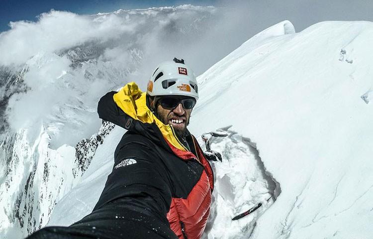 Hansjörg Auer en la cima del Lupghar Sar West