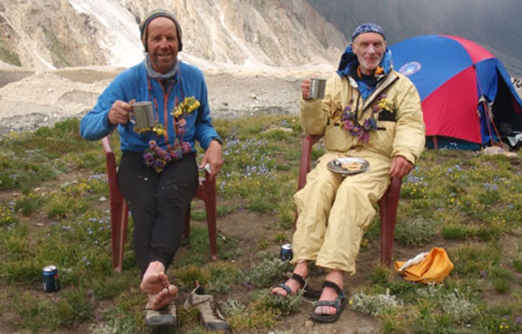Rick Allen, derecha, junto a Sandy Allan tras descender en 2012 de la Arista Mazeno, Nanga Parbat