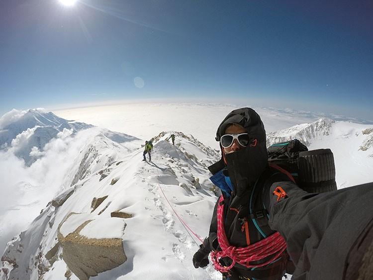 El sistema de capas es fundamental para protegerse en montaña. Foto: Manu Córdova