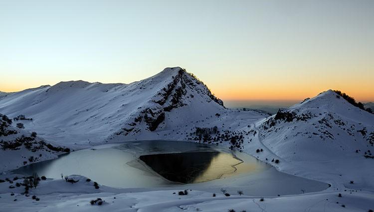 Lago Enol en invierno. Foto: José Allende