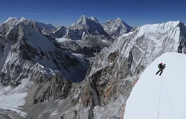 David Lama, escalando en el Lunag Ri. Foto: David Lama/Conrad Anker