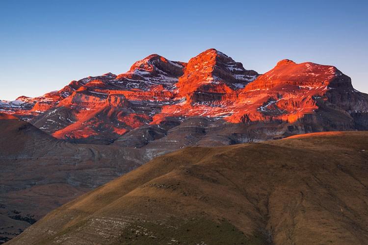 Treserols: Monte Perdido, Pico Añisclo, Cilindro de Marboré, a final de verano. Foto: Javier Camacho