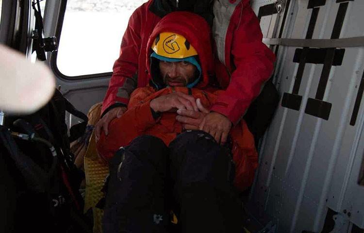 Alexander Gukov, en el helicóptero tras su rescate. Foto: Mountain.ru