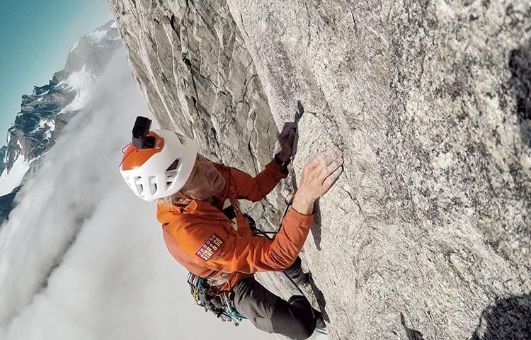 Robert Jasper escalando Stonecircle, Groenlandia. Foto: Robert Jasper