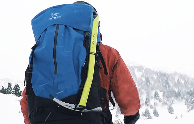 Cómo elegir tu mochila para montaña, tu compañera inseparable
