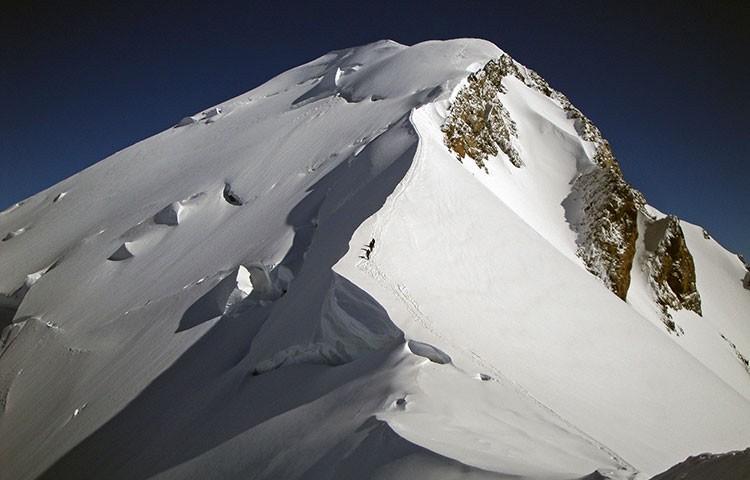 Llegando a cumbre por Goûter. Foto: Jonás Cruces, Todovertical V+