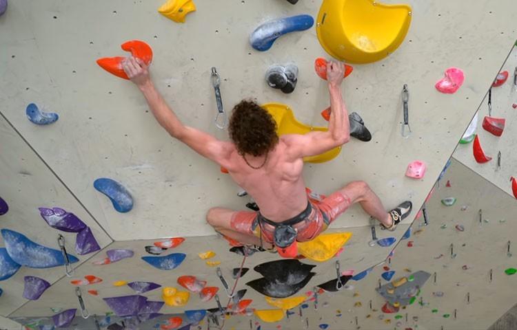 Adam Ondra, entrenando en el Kletterzentrum de Innsbruck para el Campeonato del Mundo 2018