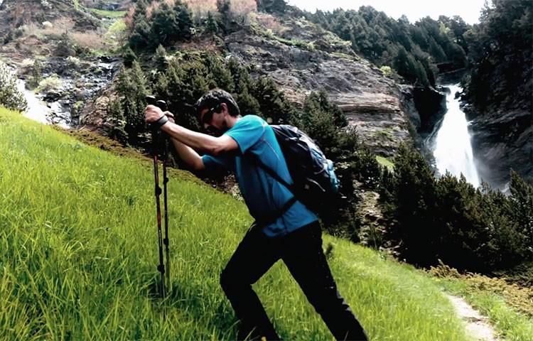 Los bastones se han convertido en un elemento esencial para las actividades de montaña.