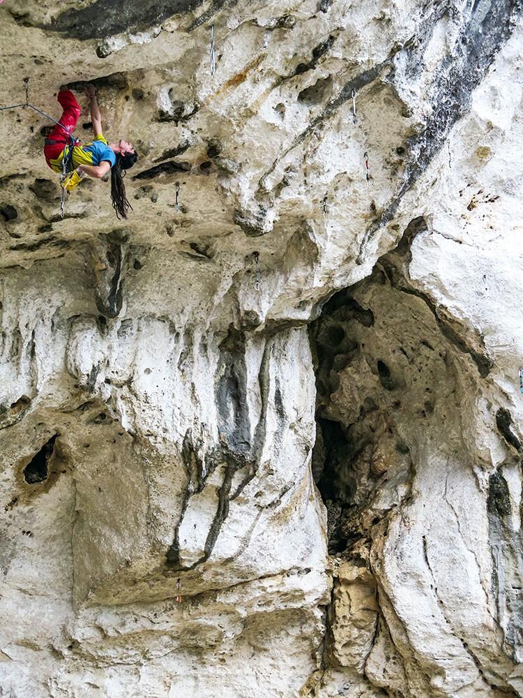 Alvaro Lafuente en GIRA VUELTA 8a (Grotto di Perti) Foto Andres Falo