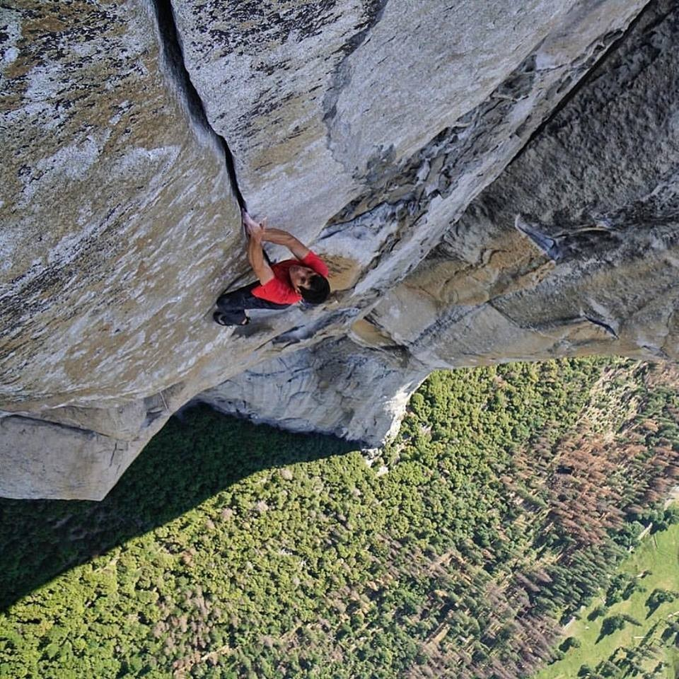 Video interactivo 360º: Sigue a Alex Honnold escalando en solo sin cuerda Freerider, El Capitan, Yosemite