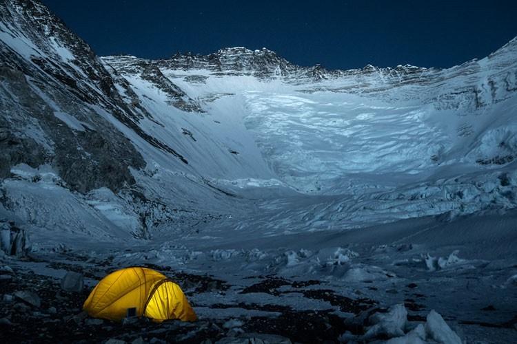 En el valle del silencio con la pared del Lhotse al fondo. Foto: Javier Camacho