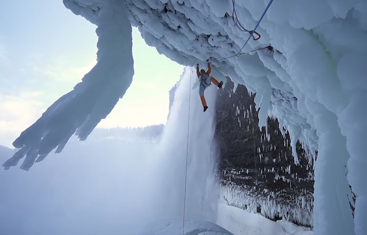 Video: Dani Arnold liberando Power Shrimps en la cueva de Helmcken Falls