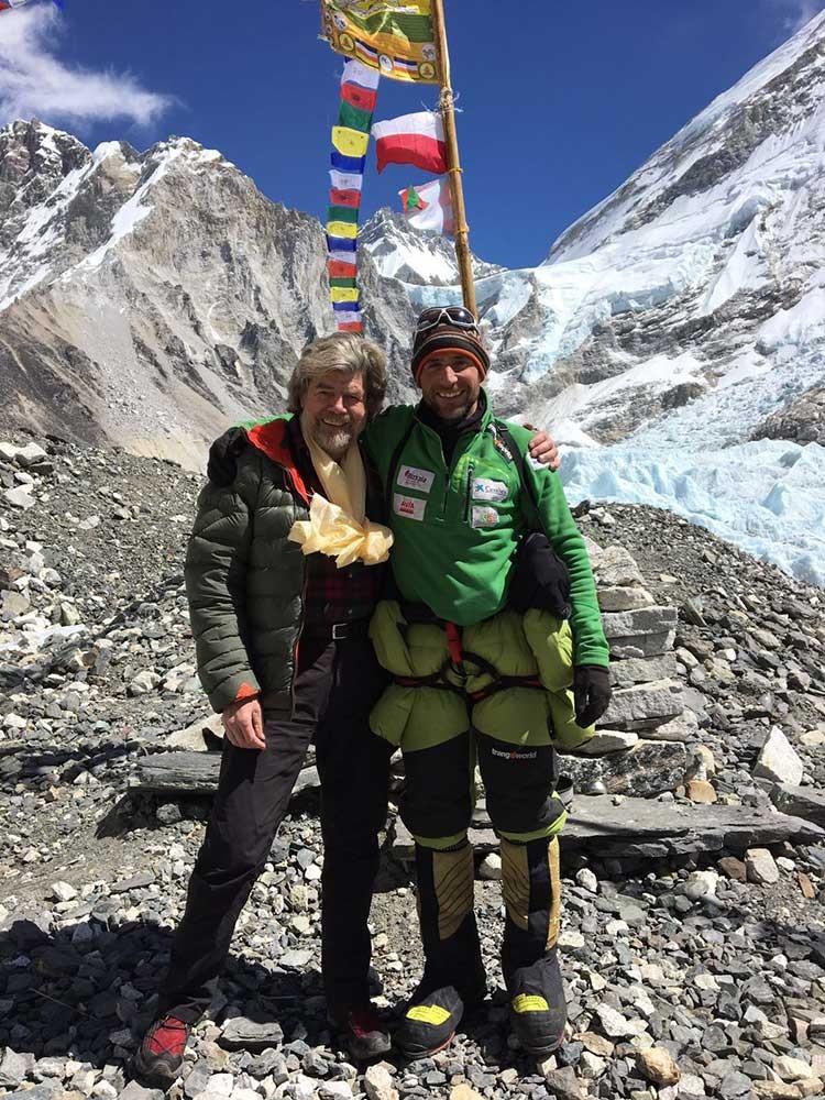 Reinhold Messner y Alex Txikon, en el campo base invernal del Everest, invierno 2018
